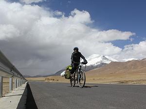 藏区骑行60日~第35天「过一部被电影摧残冰川,匮乏物资造就牛粪新用途」| Riding in the Tibetan area for 60 days~Thirty-fifth days
