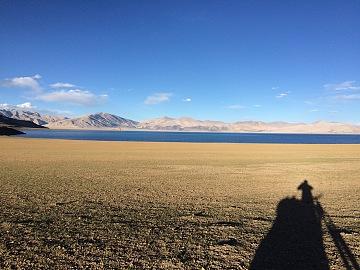 藏区骑行60日~第49天「沿湖推车一天,中了蓝色的毒,午夜搭车」Riding in the Tibetan area for 60 days~The Forty-ninth days