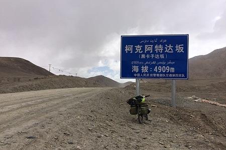 藏区骑行60日~第62天「路遇情侣正骑,过黑卡达坂,麻扎兵站过夜」