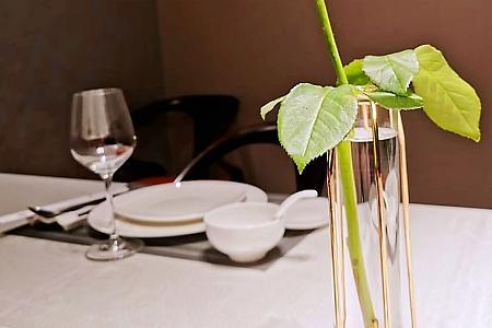 One corner of the restaurant餐厅一角【一枝独秀】Neoxian City Photo Challenge – Still Life